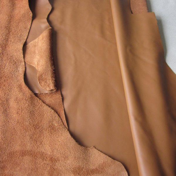 grande chute de cuir vachette lisse