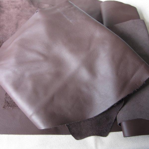 Chute de cuir lisse chocolat