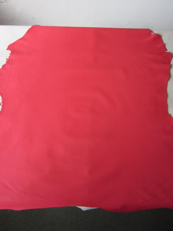 Peau d'agneau coloris rouge