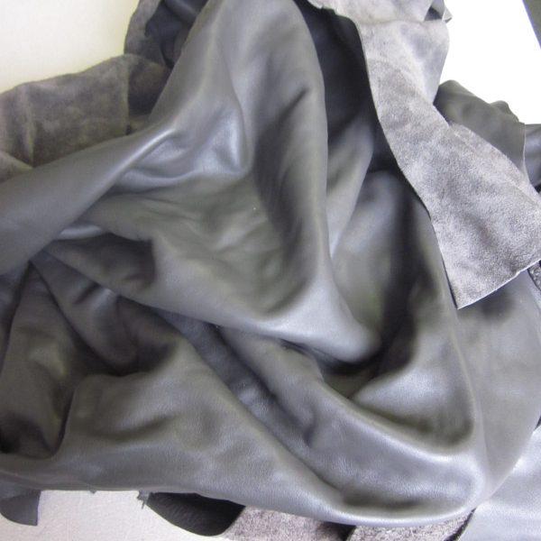 Chute de cuir lisse gris