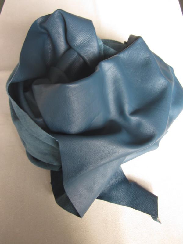Chute de cuir pleine fleur bleu canard