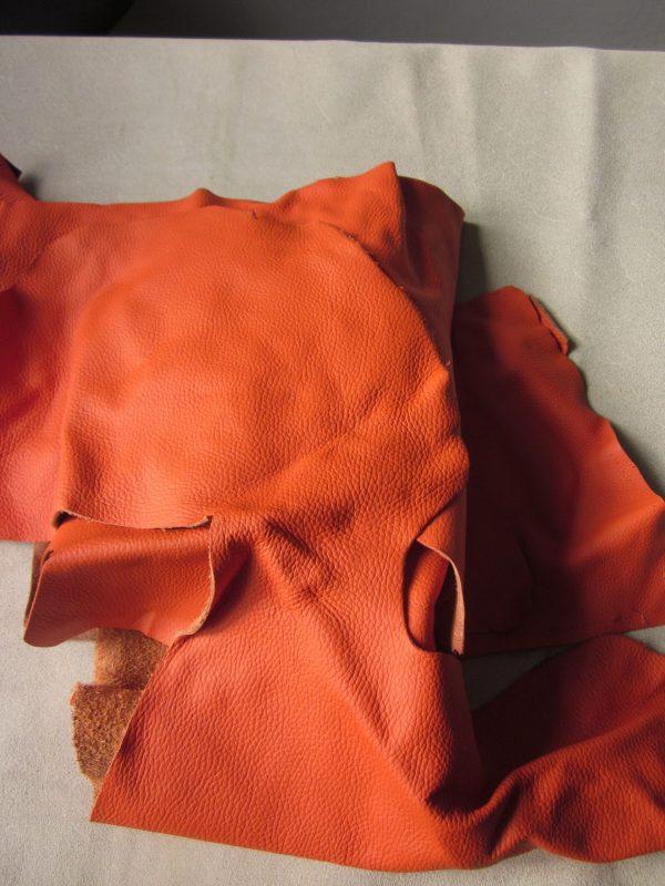 Chute de cuir grainé orange
