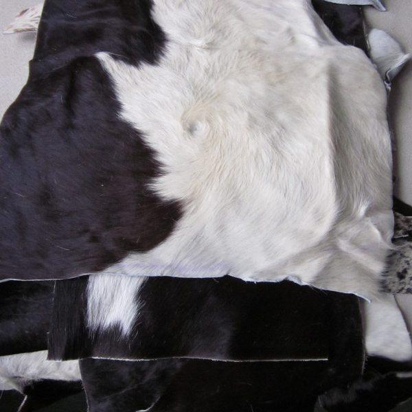 Chutes de cuir vache avec poils blanc et noir