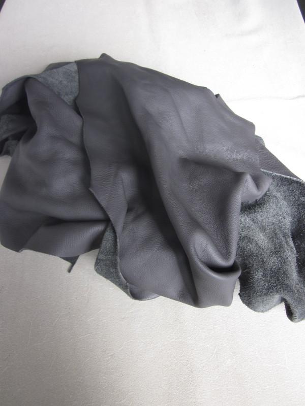 Chute de cuir pleine fleur gris