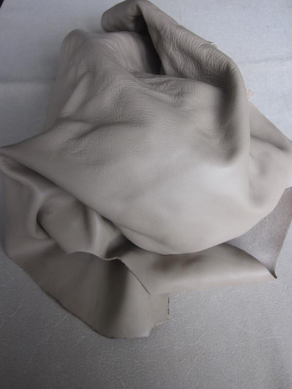 Chute de cuir lisse beige sable