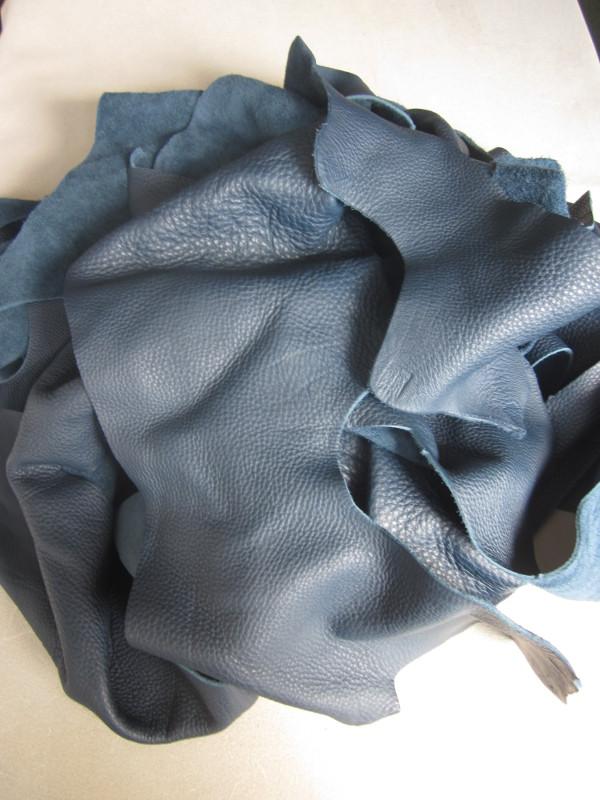 Chute de cuir grainé pleine fleur bleu