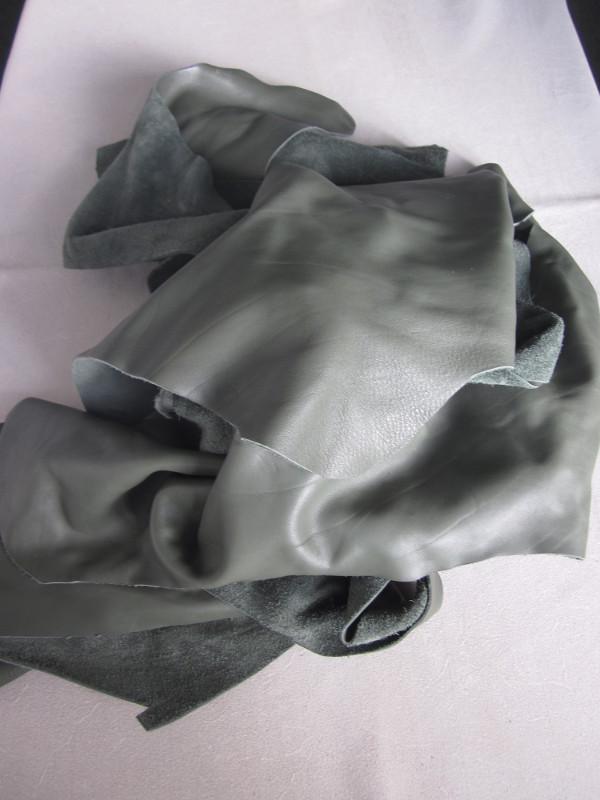 Chute de cuir lisse vert sauge