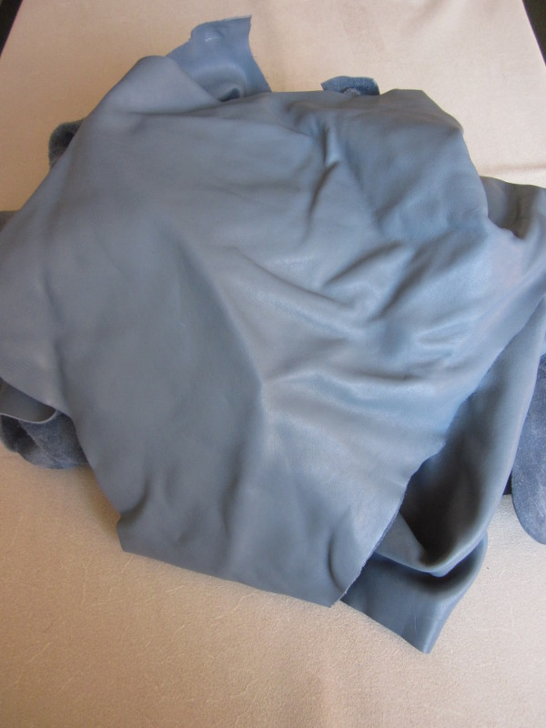 Chute de cuir lisse bleu