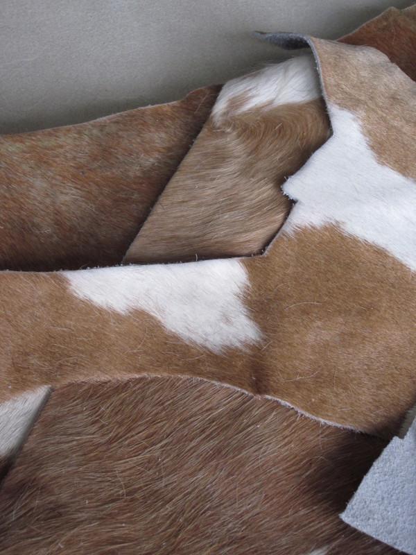 Chutes de cuir vache avec poils blanc et cognac