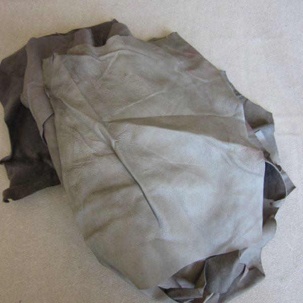 Chute de cuir agneau velours gris