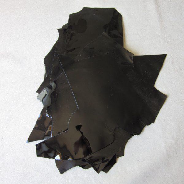 Chutes de cuir de veau verni noir