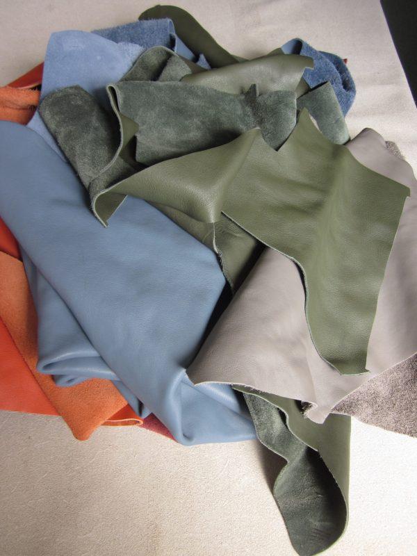 Chutes de cuir lisse coloris divers
